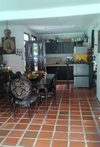 Habitacion en Casa campestre cerca a Cali