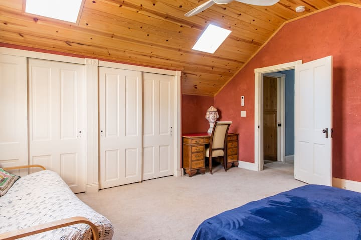 Two Beautiful Natural Rooms on Farm - Orangevale - Bed & Breakfast