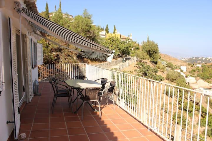 Casa de pintora con piscina y jardín en Almuñécar