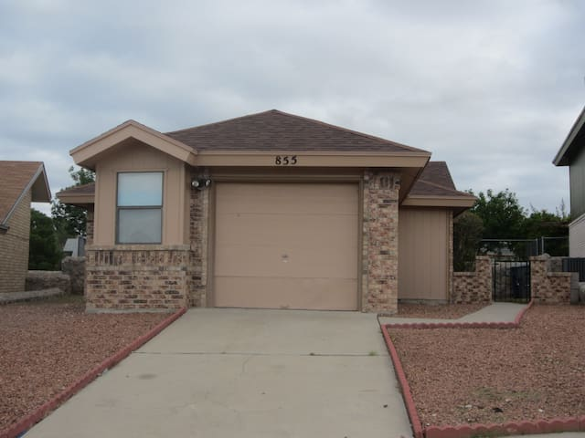 Entire cozy 3 BR house, West side. - El Paso - Hus