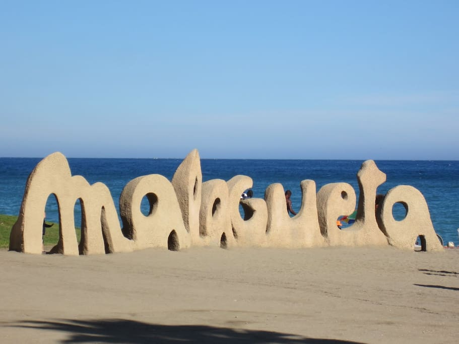 Playa de la Malagueta (17 mins)