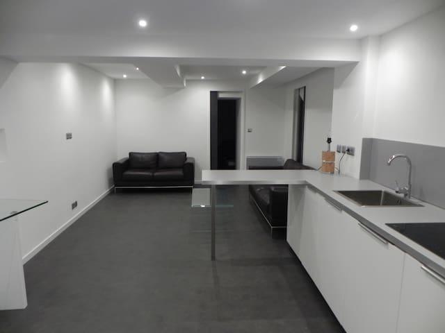 Appartement type F2 neuf au coeur de la ville - Saint-Maximin-la-Sainte-Baume - Huoneisto