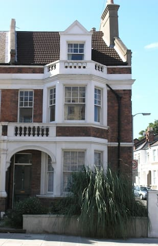 Summer Rental London Student House