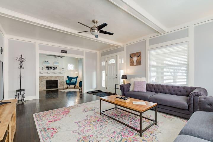 Premiere Family Home | Driveway | Porch | 3K sqft