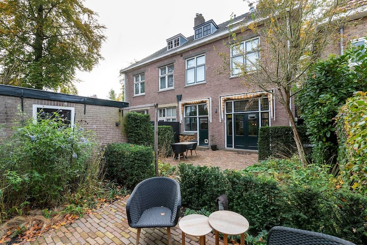 High standart half-house un popular area