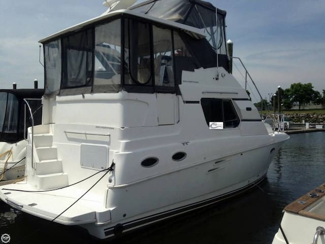 Beautiful Boat Stateroom Rental - Best Location!