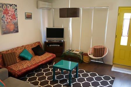 Funky Subi Townhouse - Subiaco - Wohnung
