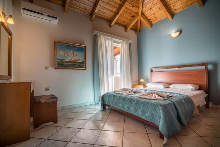 Loft Suite Aristotelis in central Tsilivi!