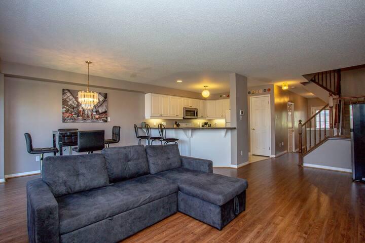 Luxury Home Near UWO & Downtown - 4 Bedrm and BBQ!