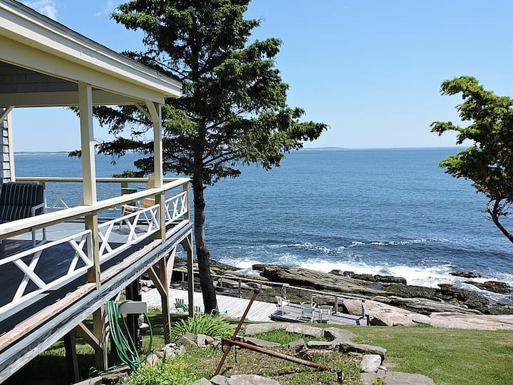 Oceanside Cottage with Sweeping Views!