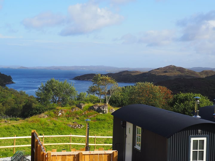 Handa - Luxurious Shepherd Hut with hot tub and stunning sea views