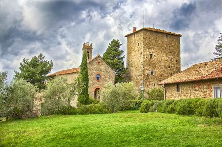 Medieval Castle with apartments & pool &restaurant - Ristonchi - Apartamento