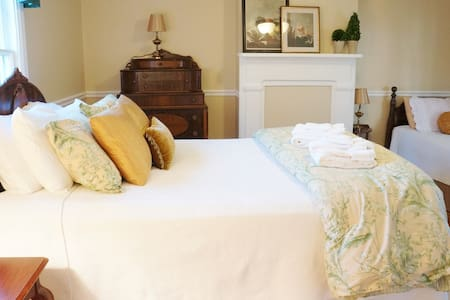 Brigadier General George A. Custer Guest Room - Berryville