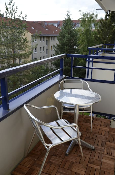 very nice balcony with all day sun exposure and enough space to enjoy dinner / drinks outside