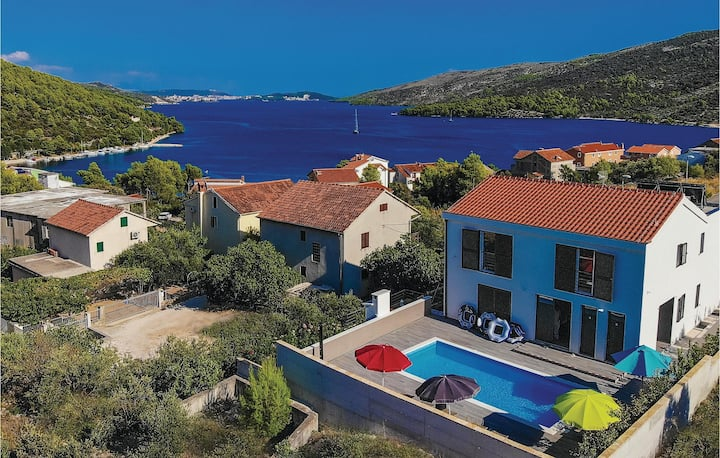 Amazing home in Marina with Sauna, WiFi and 4 Bedrooms