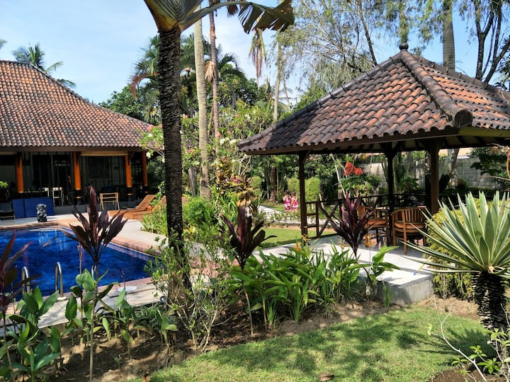 "Villa ""M"" Senggigi Holiday Villa quiet location"