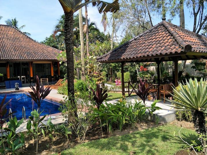"Villa ""M"" Senggigi Holiday Villa quiet location"