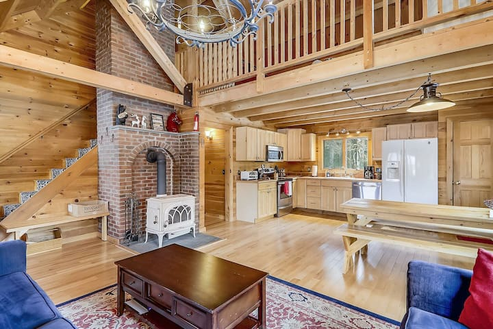 Cozy Log Cabin, 5 minutes from Stowe Village