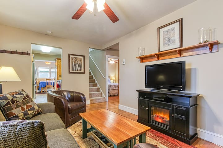 Cottage with two-car garage, WiFi, and large fenced backyard!