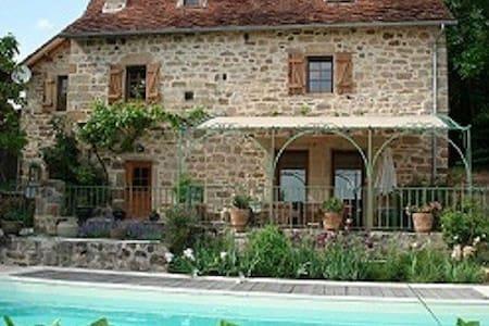 Le Bouyssou Grande maison charme ,confort,5pers - Le Bouyssou
