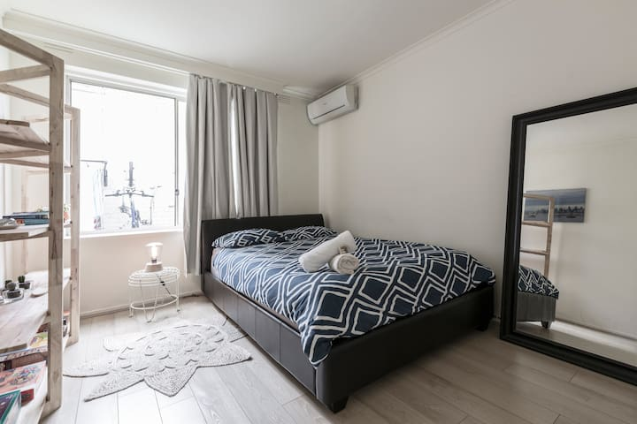 Robe st, entire apartment, sleeps 5