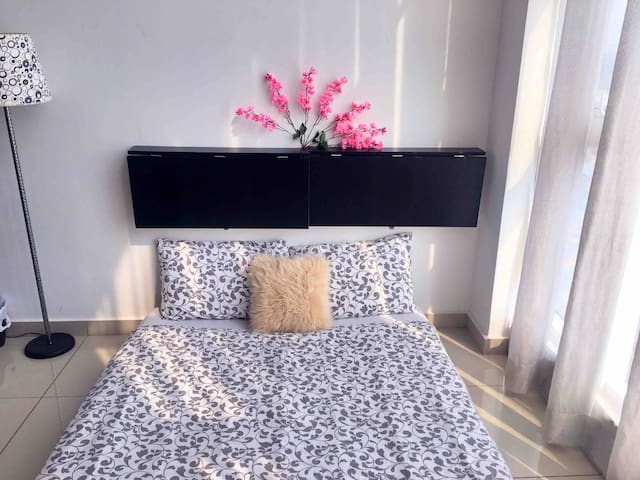Maygie HomeStay|High-speed WIFI |Mid Valley|KLCC