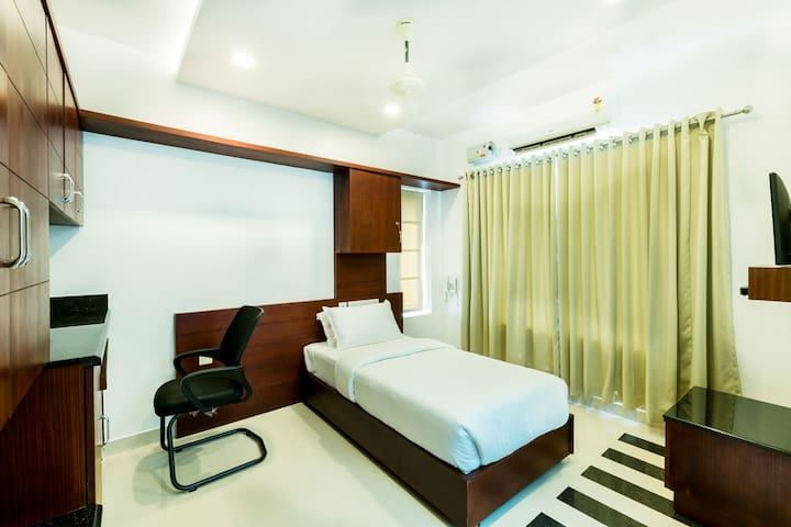A/c Single room at Near Amrita Hospital Edappally