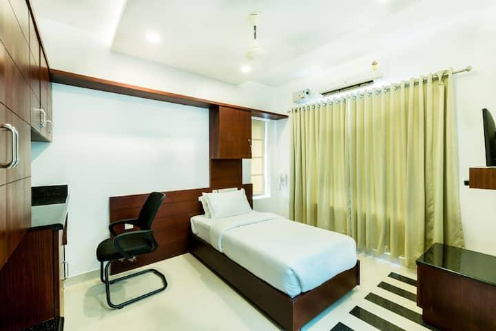 A/c Single room at Near Amrita Hospital Edappally