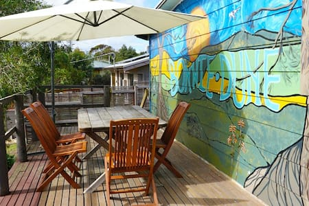 Family and pet friendly, walk to beach and shops. - Venus Bay - Casa