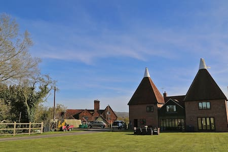 4 Bedroom countryside Oast House on old dairy farm - Hever