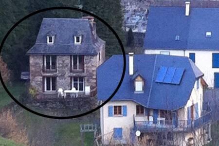 Maison ancienne et spacieuse à Borce