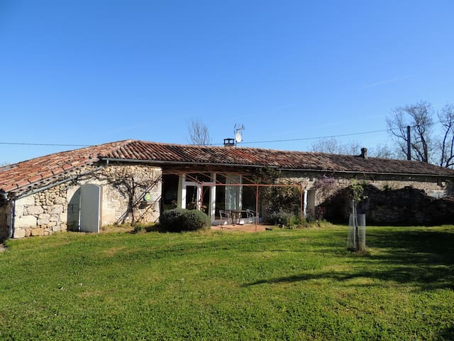 Charming 135 m2 house, pool, garden,totally quiet - Laroque-Timbaut - Huis