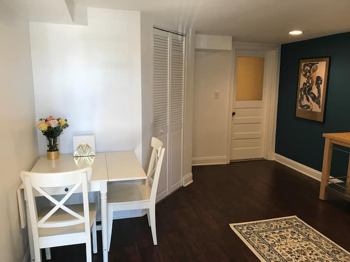 Perfect Home Base! Beautiful NW Apt w/Parking