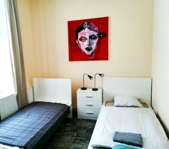 25 Hours Hostel-12