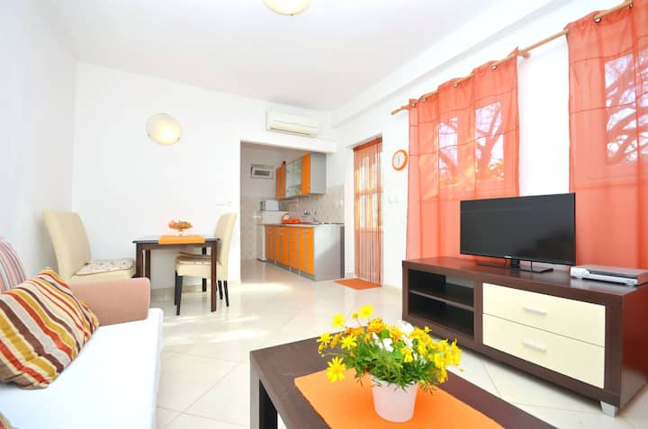 One bedroom Apartment, seaside in Vodice