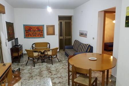Appartamento al primo piano a cento metri dal mare