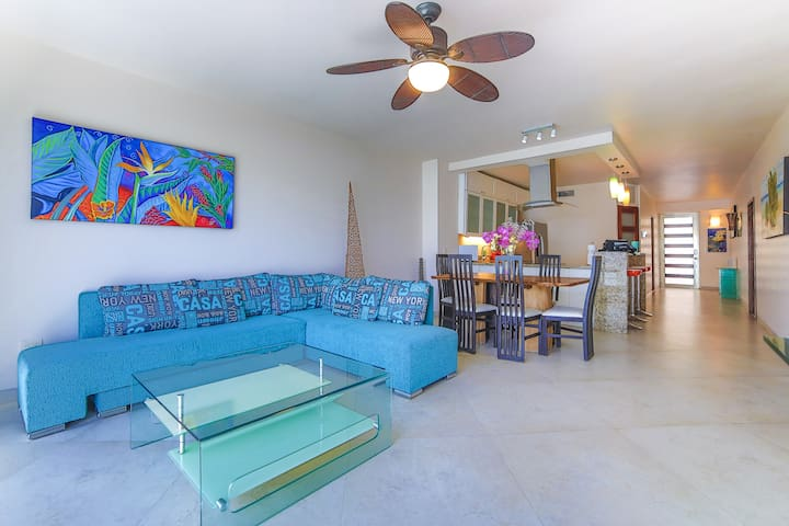 Perfect location on 5th Ave 4min walk to the beach