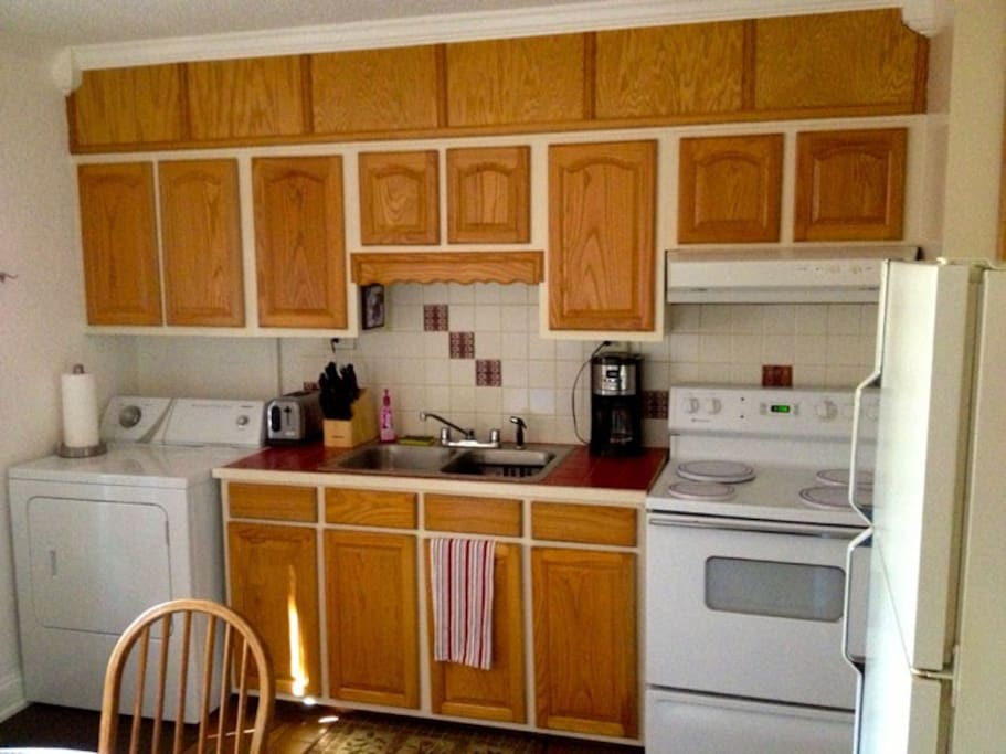 Full Kitchen & Washer and Dryer
