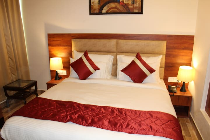 Red Crown Hotel (Next to Delhi Airport)