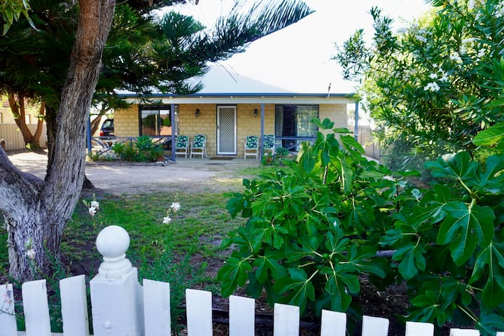 Kindlewood Cottage near the beach