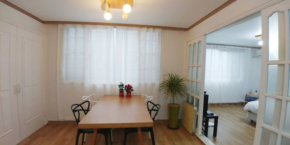 Cindy's classic house  3min distance, Hapjeong st.