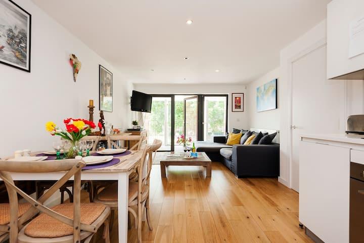 Entire flat & balcony in Oval/ Brixton location