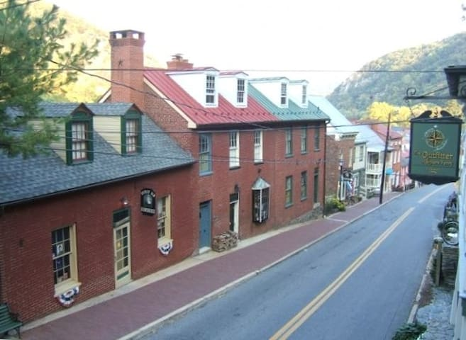 Historic home Downtown HarpersFerry - Harpers Ferry - Rumah