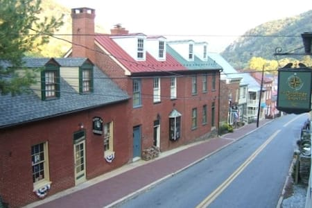 Historic home Downtown HarpersFerry - Harpers Ferry - Talo