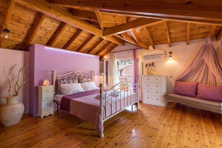 La Greda Guesthouse ★ 3BR/3.5BA art stone house