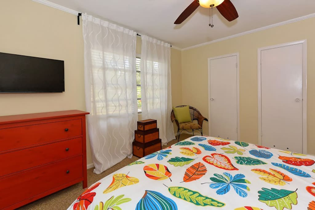 Master Bedroom 23' inch TV with wifi and cable