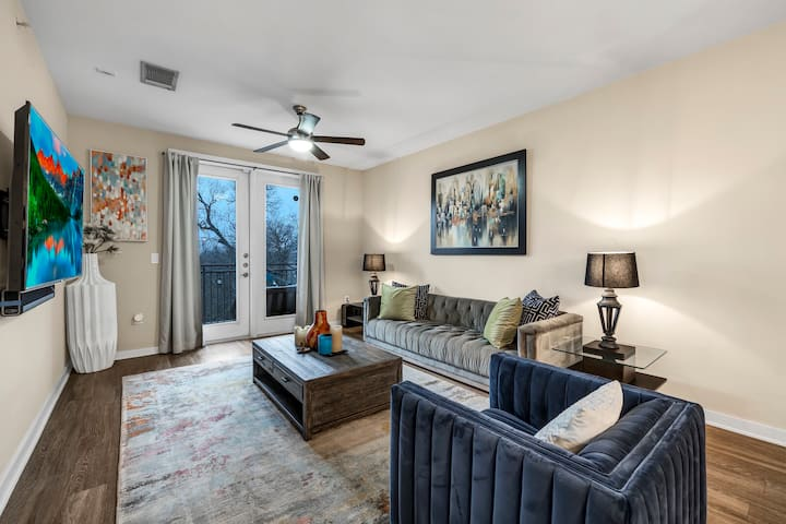 Best Luxury Executive Condo in the Heart of Austin