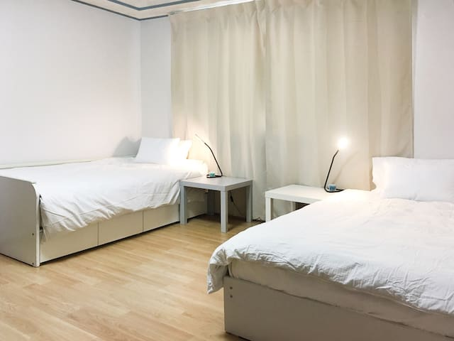 VibeShare Room A: Clean, Spacious & Best Location!