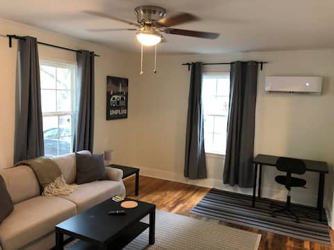 Renovated cottage minutes from downtown!