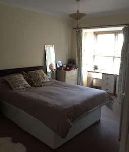 Large Private Double En-suite Room - Hus